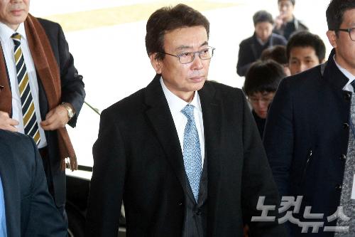 [단독확인] 朴의 그림자 정윤회, 이혼 속에 숨은 흔적들...:서울의 소리