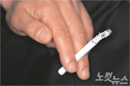 담뱃값 인상 먹혔나…흡연율 '사상 최저'