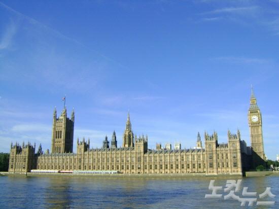 [여행의 찰나] 파란 하늘의 런던을 보았니?