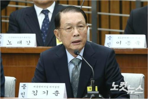 [단독] '법꾸라지' 김기춘, 비밀자료 대량 빼돌렸다
