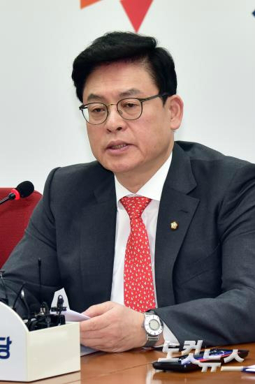 """정우택 """"황교안 탄핵, 초헌법적 야당 독재 발상"""""""