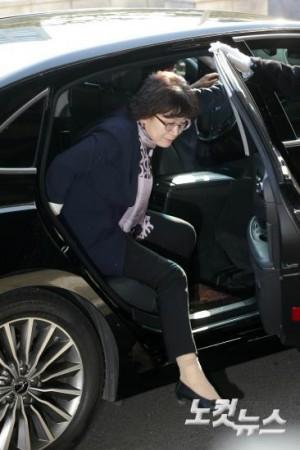 이정미 헌법재판소장 권한대행이 8일 오전 서울 종로구 재동 헌법재판소로 출근하고 있다. (사진=이한형 기자)