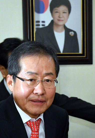 """[박근혜 파면] 홍준표 """"헌재 결정 유감이지만 받아들여"""""""