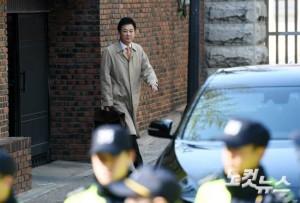 박근혜 전 대통령의 변호를 맡은 유영하 변호사가 15일 오후 서울 강남구 삼성동 박 전 대통령 자택에서 나오고 있다. (사진=이한형 기자)
