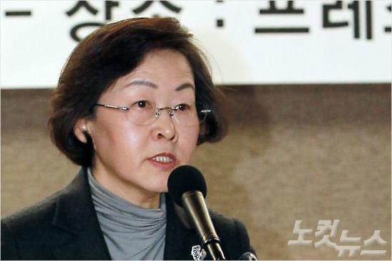 선관위, 신연희 강남구청장 '朴 사저 화환' 조사 착수