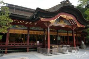 봄이 되면 다자이후 텐만구의 붉은 지붕과 어우러진 새하얀 매화를 감상할 수 있다 (사진=노랑풍선 제공)