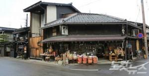 일본 특유의 고즈넉한 분위기에 흠뻑 젖을 수 있는 전통거리, 다카야마 후루이 마치나미 (사진=투어2000 제공)
