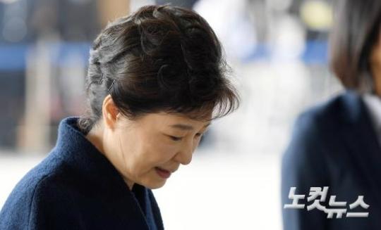 """'세월호 민심'도 떠안은 김수남…""""朴구속영장 불가피"""""""