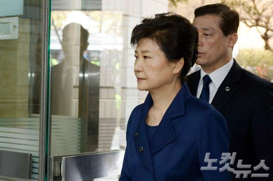 [뒤끝작렬] 박근혜 전 대통령 영장심사 '321호 법정'의 역설