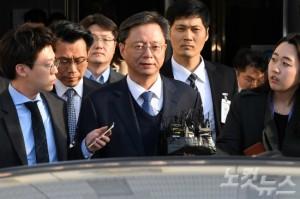 영장실질심사를 마친 우병우 전 청와대 민정수석이 11일 오전 서울중앙지법을 나서고 있다. (사진=박종민 기자/자료사진)