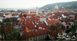 체코의 상징인 붉은 지붕. 동유럽에는 아기자기한 건축물이 자연과 어우러져 동화 같은 풍경을 만들어낸다. (사진=포커스미디어 제공)