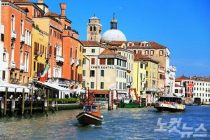 세계 유일의 수상도시인 베네치아에서 곤돌라를 타고 도시를 곳곳을 돌아보자. (사진=엔스타일투어 제공)