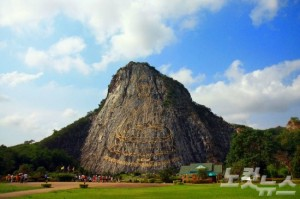 푸미폰 국왕의 만수무강을 기원하여 만들어졌으며 크기가 거대하다. (사진=참좋은여행사 제공)