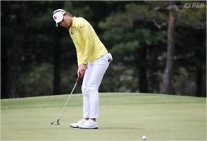 올 시즌 한국여자프로골프(KLPGA)투어 평균 드라이버 비거리 2위에 올라있는 장타자 김민선은 넥센·세인트나인 마스터즈 1라운드에서 정교한 퍼트 덕에 선두로 대회를 시작했다.(사진=KLPGA 제공)