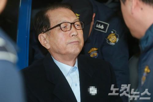 """문체부 前차관 """"김기춘, 출판진흥원장 사표 지시"""""""