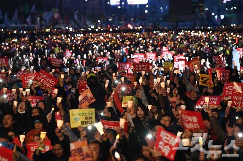 """'2030 촛불세대' 주목…""""참여하면 바꿀 수 있다"""""""