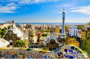 바르셀로나 구엘 공원 전경. 바르셀로나에서는 천재 건축가 가우디의 독특한 건축물들을 만나볼 수 있다. (사진=웹투어 제공)