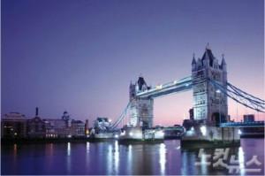 영국 런던에서 타워브릿지의 아름다운 야경을 감상하고 펍 문화도 즐겨보자. (사진=땡처리닷컴 제공)