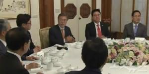문재인 대통령은 19일 청와대 상춘재에서 여야 5당 원내대표들과 오찬회동을 가졌다. (사진=유튜브 영상 캡처)