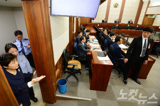 법원, 박근혜 재판 일주일에 4차례 진행 결정
