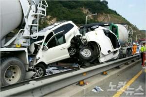 고속도로 다중추돌 사고