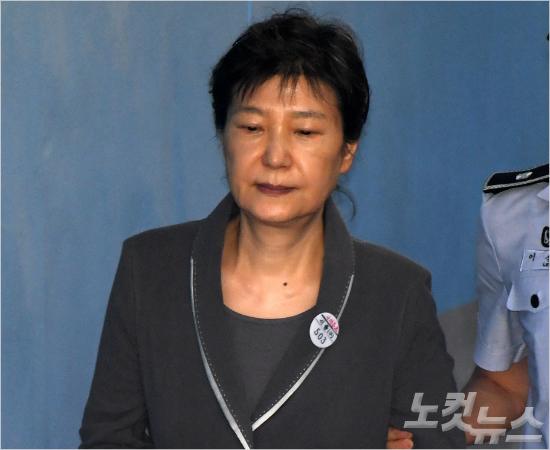 박근혜 재판 안방 시청될까…대법원 오늘 결정