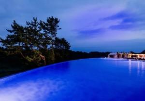 환상적인 풍경을 자랑하는 제주 히든클리프호텔&네이쳐 인피니트풀(사진=웹투어 제공)