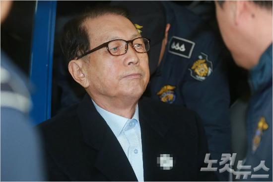 김기춘, '건강 악화'로 동부구치소 이감