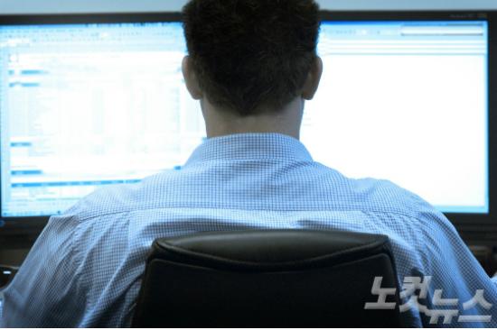 """[조간 브리핑] """"문재인·이효리·이승엽 등 민간인 사찰…군 사이버사, 법원도 해킹"""