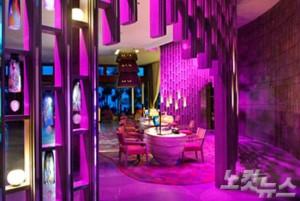 칼라 앤드 뮤직 (Colour & Music)이라는 호텔 콘셉트에서도 젊은 감각의 패셔너블한 분위기를 느낄 수 있어 젊은 커플이나 허니무너들에게 인기 만점인 W 리트릿 발리. (사진=땡처리닷컴 제공)