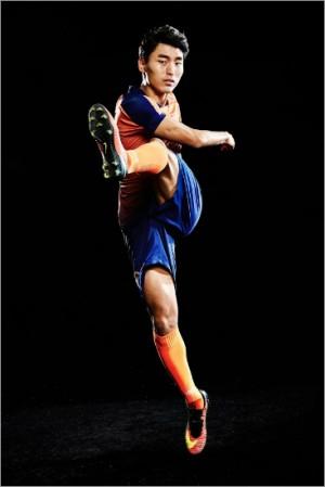 올 시즌 강원 유니폼을 입고 자신의 6번째 K리그 시즌 만에 최고의 활약을 선보인 문창진은 아랍에미리트 알 아흘리로 이적했다.(사진=강원FC제공)