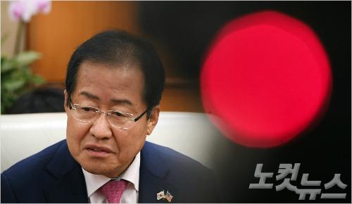친박청산의 역설…죽은 박근혜가 산 홍준표를 잡는다