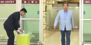 김무성 의원의 노룩패스 장면(사진=온라인 커뮤니티 갈무리)