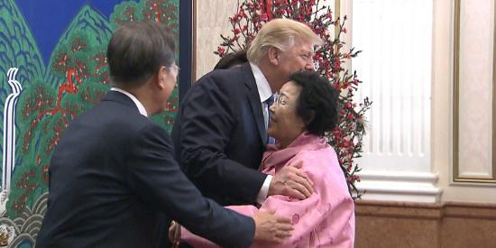 """'트럼프와 포옹' 이용수 할머니 """"일본 측 항의? 뻔뻔하다"""""""