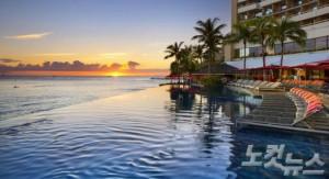쉐라톤 와이키키에서는 아름다운 하와이의 야경을 바라보며 여유로운 휴식을 취할 수 있다. (사진=스테이앤모어 제공)