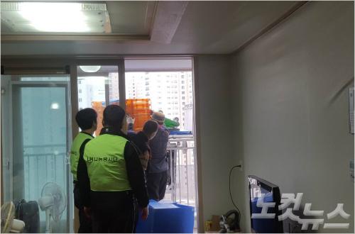 """[포항 지진] 희비 뒤섞인 임대 아파트 입주 """"대피소 보다야 낫지만…"""""""
