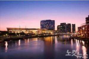 팬퍼시픽 멜버른 뒤로는 야라강(Yarra River)이 펼쳐져 있다. (사진=머뭄투어 제공)