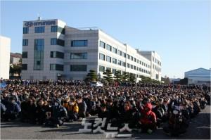 전국금속노동조합 현대자동차지부는 지난 5일 오후 울산공장 본관 앞에서 파업집회 및 조합원 결의대회를 가졌다.(사진 = 반웅규 기자)