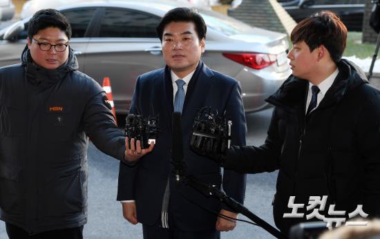 '정치자금법 위반 혐의' 원유철 의원 피의자 신분 검찰 소환