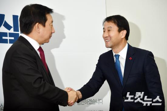자유한국당 김성태 신임 원내대표 찾은 한병도 청와대 정무수석