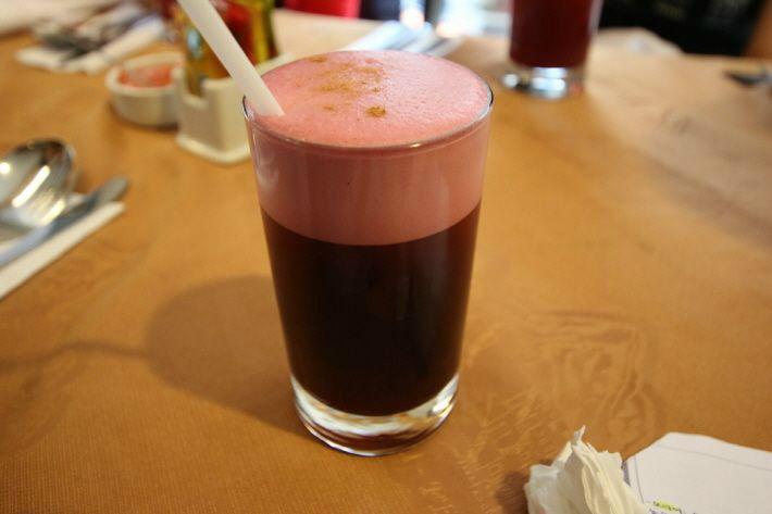 남미여행 시 꼭 맛봐야 할 음료인 '치차모라다'와 '카페지뉴'