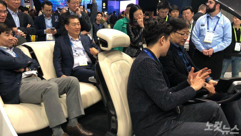 '디지털 콕핏' 첫 공개한 삼성, 사장단은 현대모비스 '콕핏' 체험