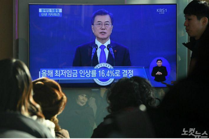 文 신년 기자회견…與새로운 통찰 vs 野 보여주기 쇼