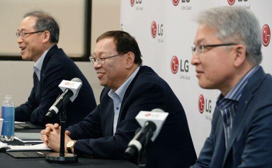 "[CES 2018]LG 조성진 ""프리미엄 집중""…""AI, 로봇 사업 적극 선도"""