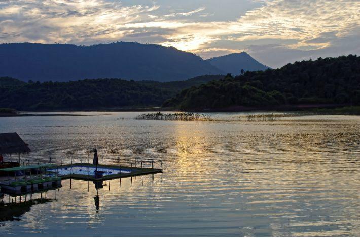 카약 타고 천혜 자연 만끽…라오스 여행