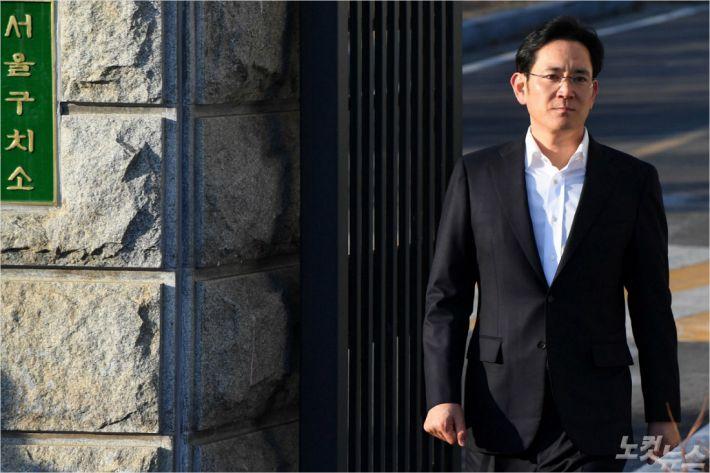 """[조간 브리핑] """"MB 특활비 수수 주범으로 첫 명시…직접 상납 지시"""""""