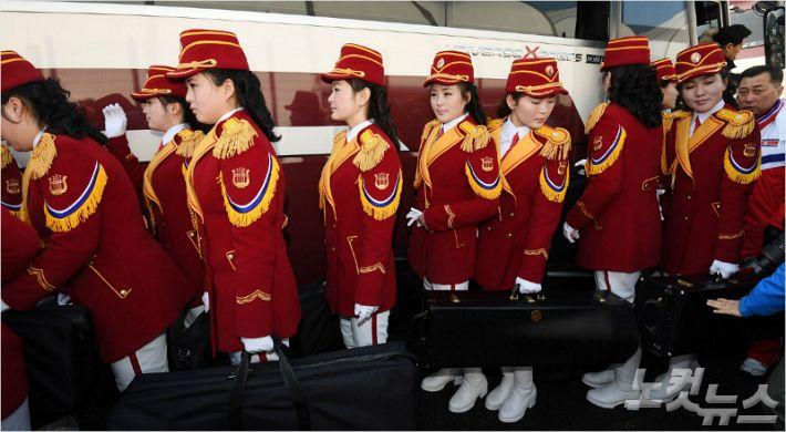 북한 응원단·예술단 첫 공식일정…올림픽 열기 '고조'
