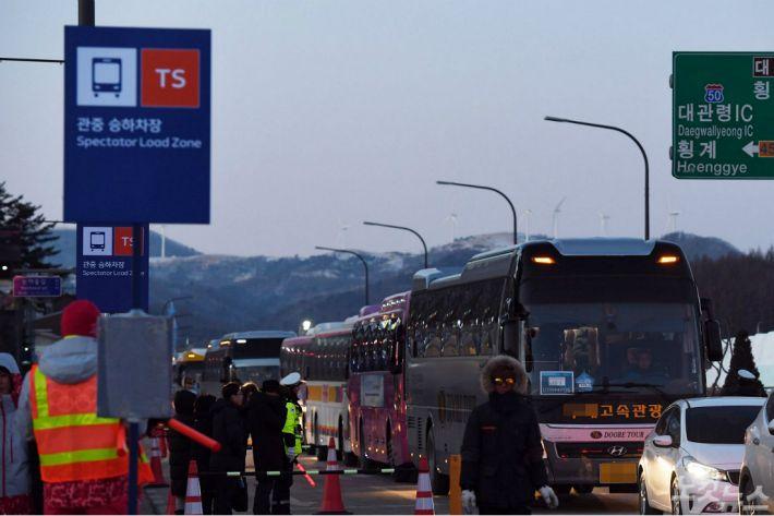 관람객 수송 삐걱 '입장권 환불 항의' 빗발쳐