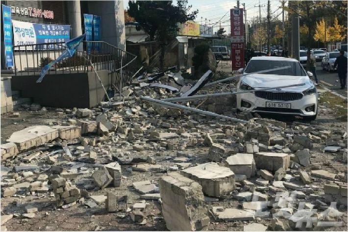 '지진의 공포'에도 잊히는 것이 더 두려운 포항시민들