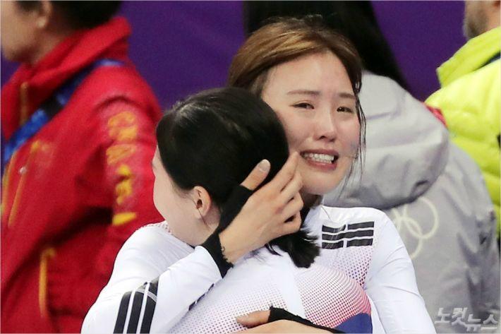 넘어지고 金 김아랑 눈물 '펑펑'…엄마는 '조마조마'